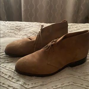 New! Tan suede JCrew chukka boots 10